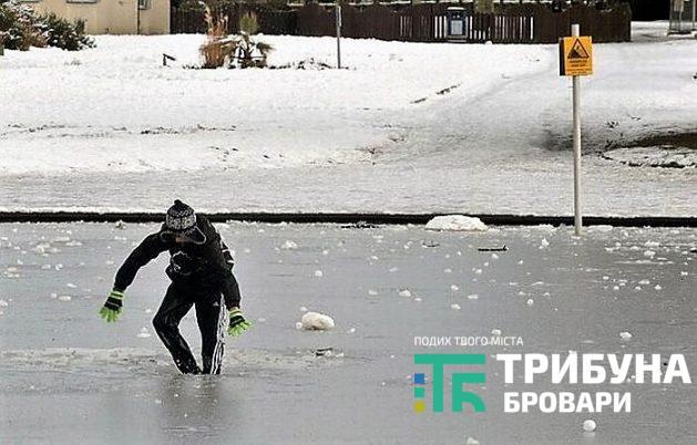 Батьки, будьте уважні! У прикарпатському містечку рятувальники зняли із тонкої криги чотирьох дітей