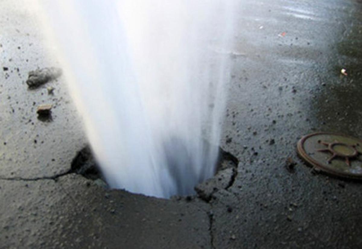 фонтан з-під асфальту