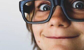 хлопчик, хлопець, школяр, окуляри, погляд