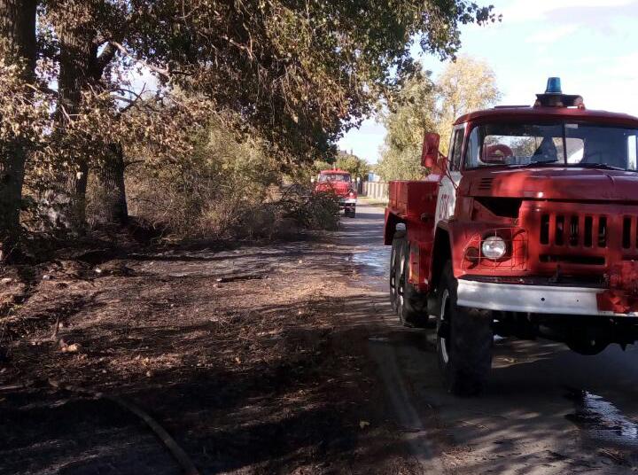 Автівки ДСНС на ліквідації пожежі в Богданівці