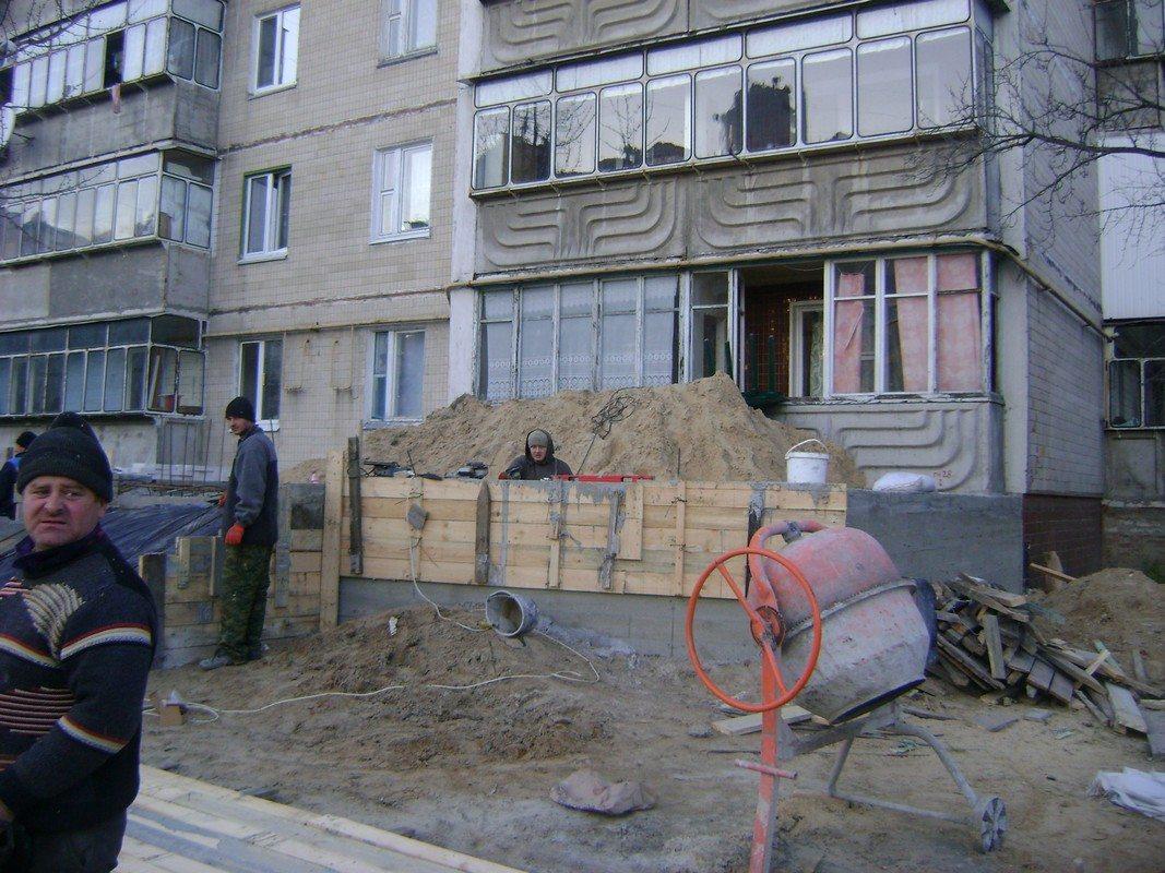 Будівництво на Грушевського, 3