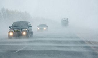 Дорога, сніг, завірюха, авто