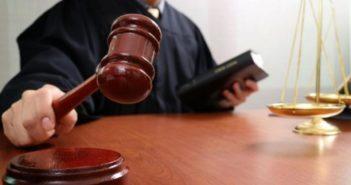 Суд, суддя, молоток