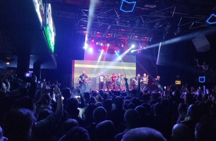 концерт, виступ, сцена, глядачі, слухачі, споглядачі
