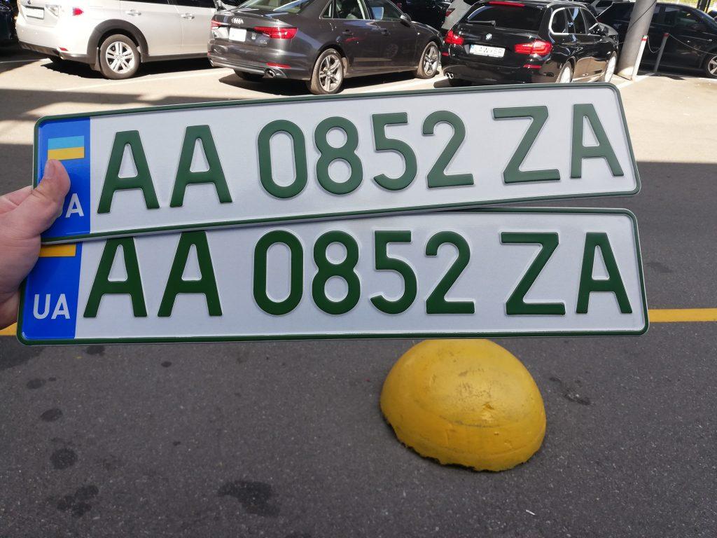 Зелені номерні знаки для електромобілів