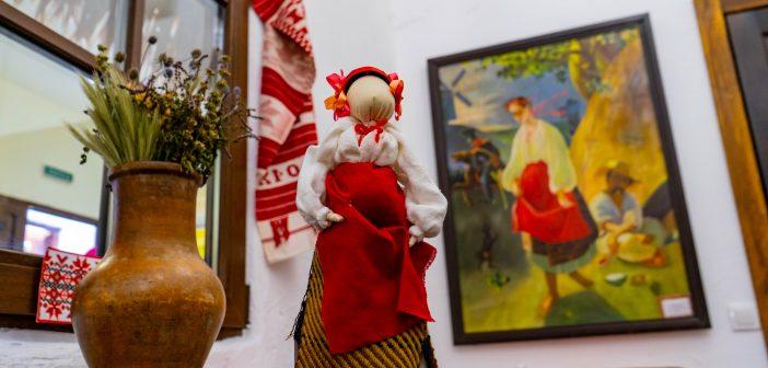 У Броварах працює виставка ляльок-мотанок