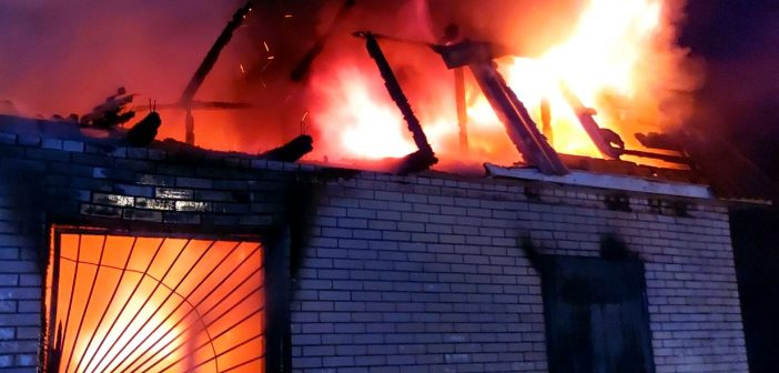 Горів не вперше: у Заворичах ущент згорів продуктовий магазин