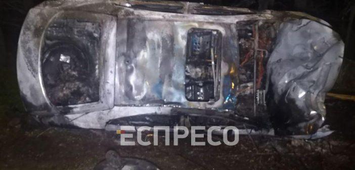 Згоріла вщент: на Броварському проспекті нігерієць на «мазді» злетів із траси. ФОТО