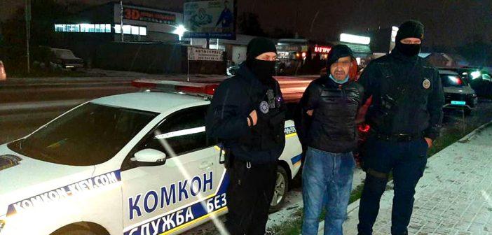 Погрожував ножем та пограбував продавчиню і магазин: «комконівці» затримали злочинця