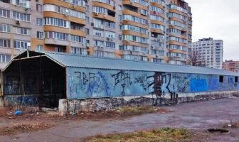 Непрацююча парковка на вул. Декабристів, 46