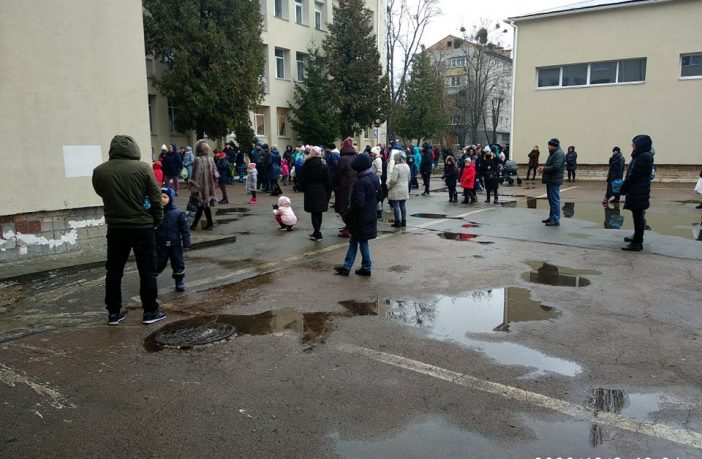 5 школа, евакуація, натовп