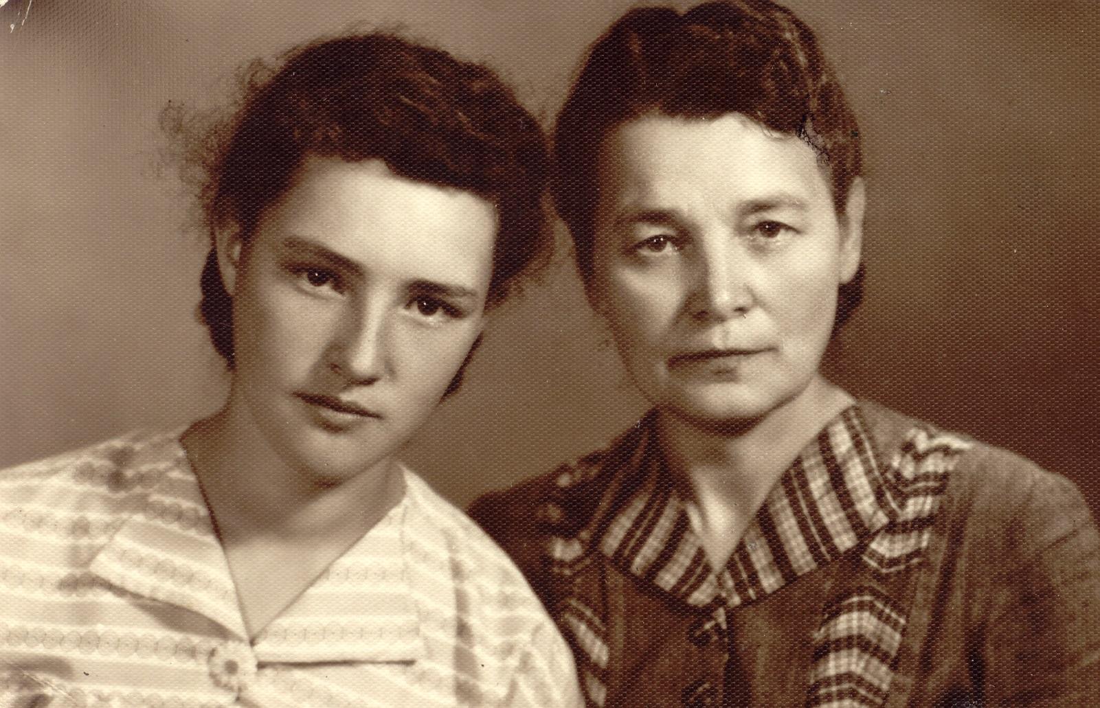 Наталя Оськак із матір'ю