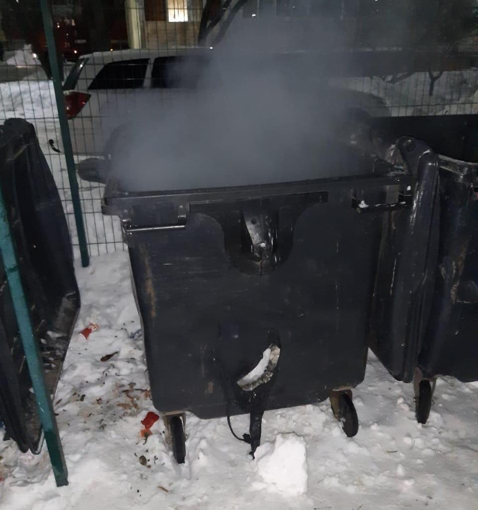 горить сміття на Петлюри 18.02.2021