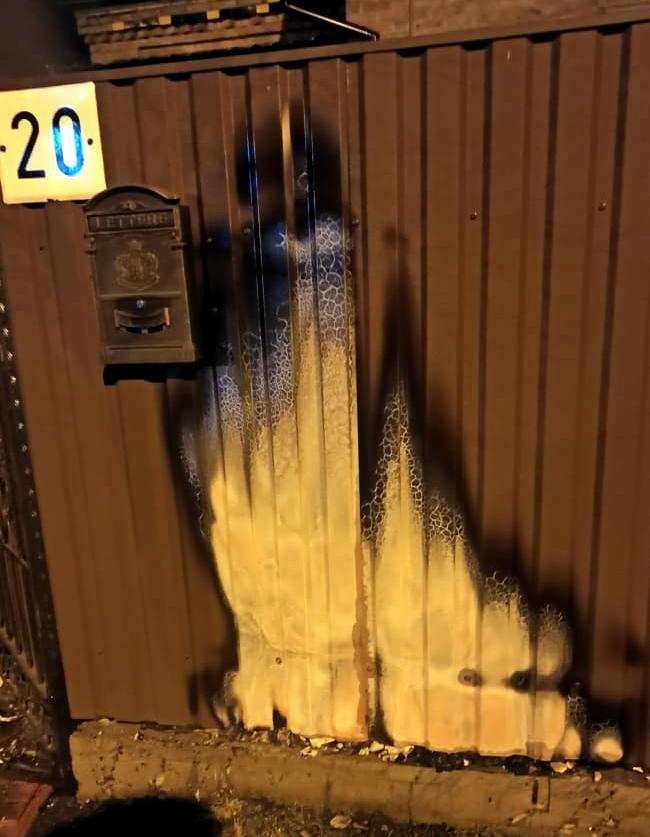 Горить сміття біля паркану на Сушка 20, 10 березня, фото - ДСНС