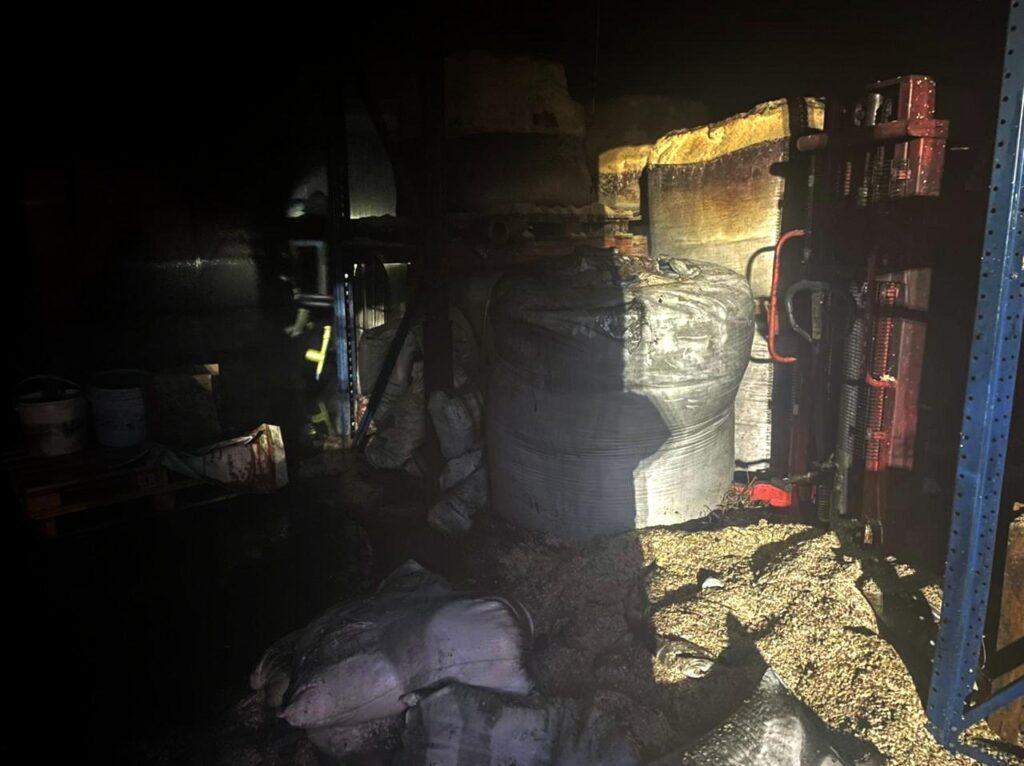 Пожежа Зазим'я, собачий корм, 25.03.2021, фото - ДСНС