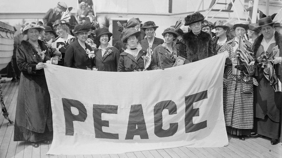 Учасниці Міжнародного жіночого конгресу. Гаага, 1915 рік