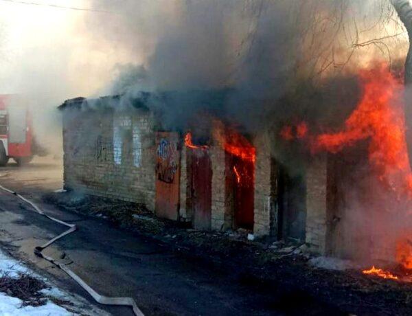 У Броварах за годину трапилися дві пожежі за сусідніми адресами. ФОТО, ВІДЕО