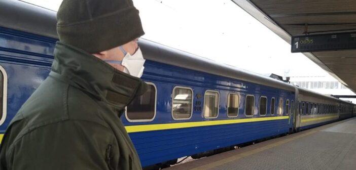 COVID-19: Укрзалізниця призупиняє продаж квитків на потяги до Закарпаття