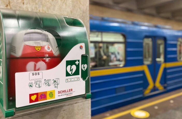 Дефібрилятори в метро. Фото - Київський метрополітен