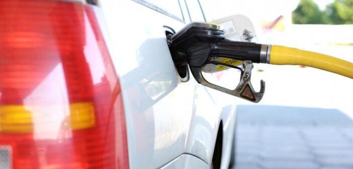 Чотири мережі АЗС призупинили продаж преміального палива