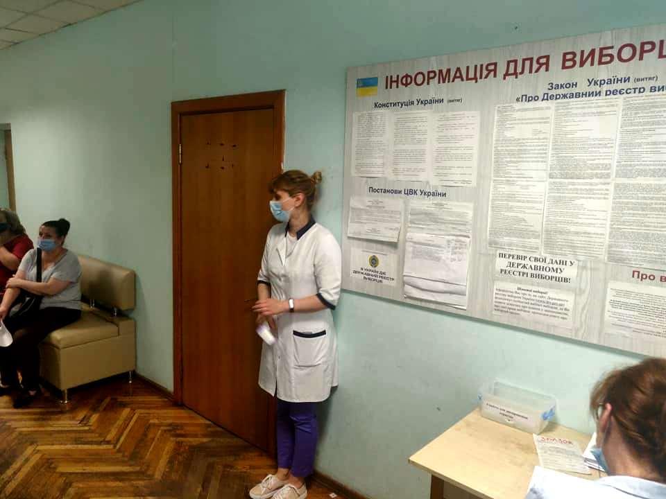 Щеплення вакциною Pfizer у міськвиконкомі, фото - Карпій