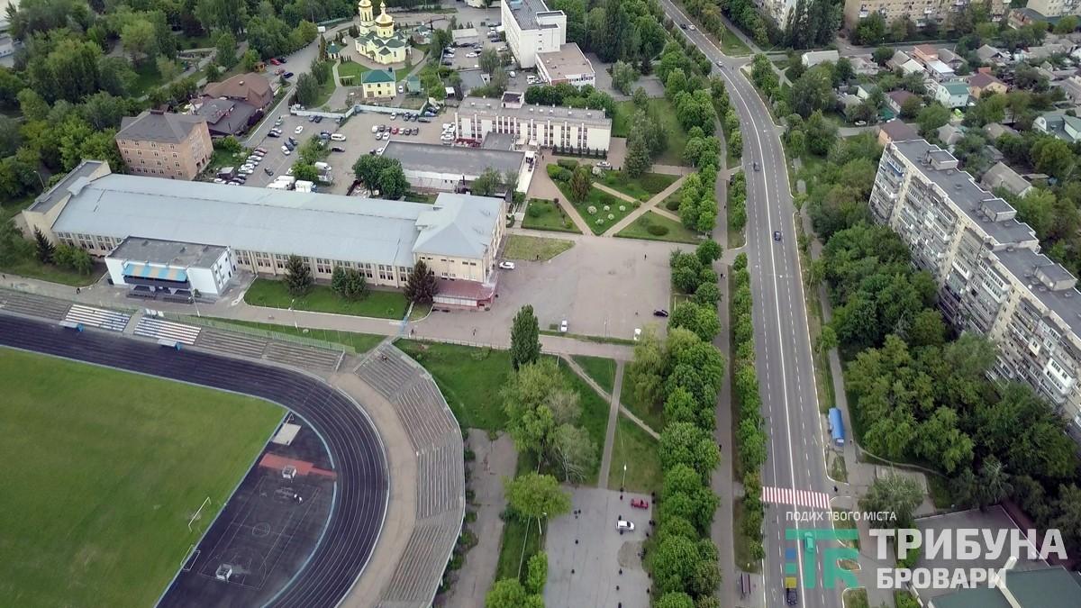 стадіон, манеж, церква