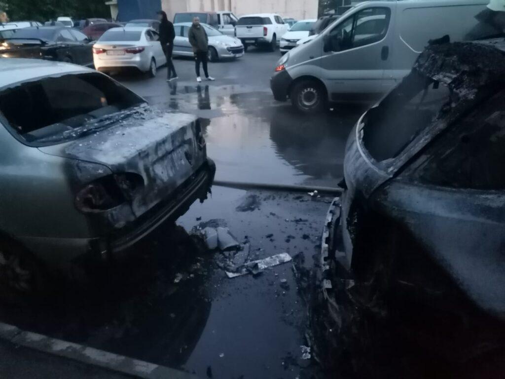 На Короленка горіли автомобілі, фото - ДСНС
