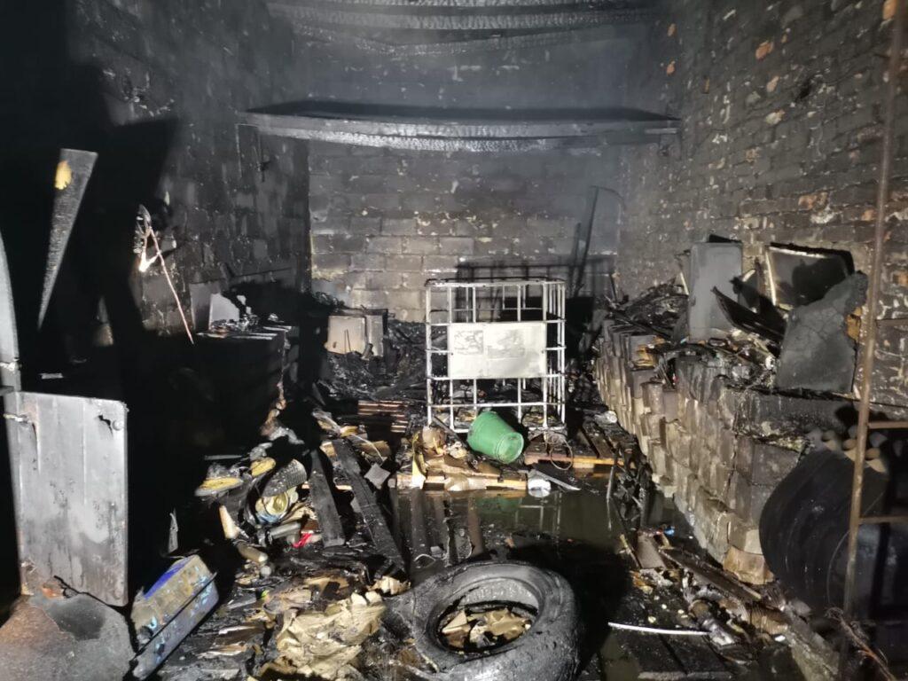 Пожежа гаража в Калинівці, фото - ДСНС