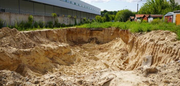 У Броварах на Торгмаші видобувають пісок та незаконно «хоронять» негабарит? ФОТО. ВІДЕО