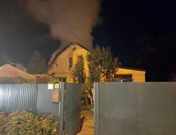 У Броварах згорів приватний будинок. ФОТО