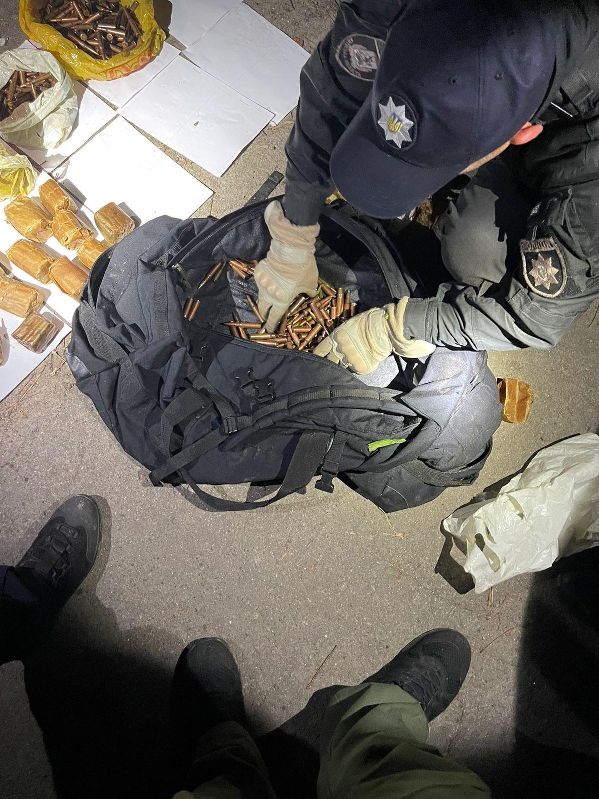 У Броварах виявили вибухівку та набої і зброю, фото - поліція