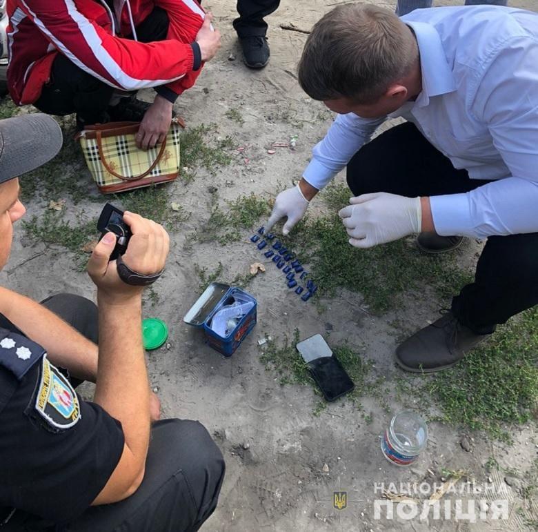 Матір та син розповсюджували наркотики, закладки, фото - поліція Києва